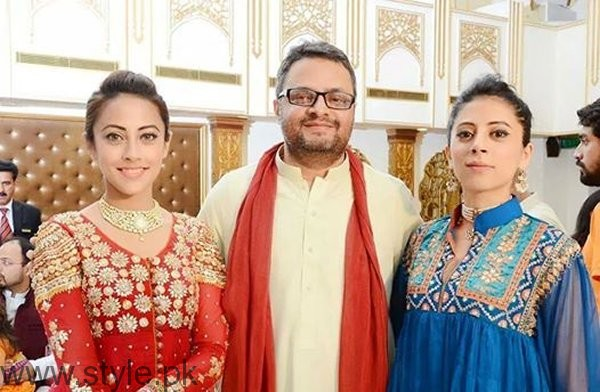 Pictures Of Pakistani Celebrities And Their Identical Twins003