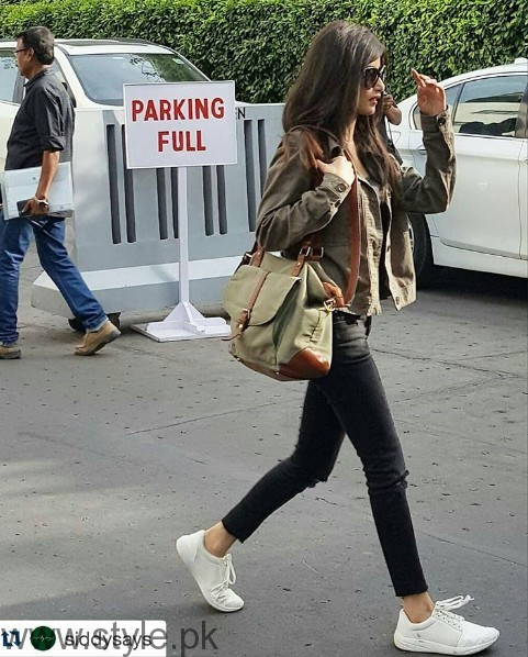 White Sneakers Trend in Pakistani Celebrities (7)