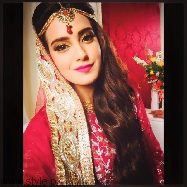 Iqra Aziz Profile, Pictures and Dramas (7)