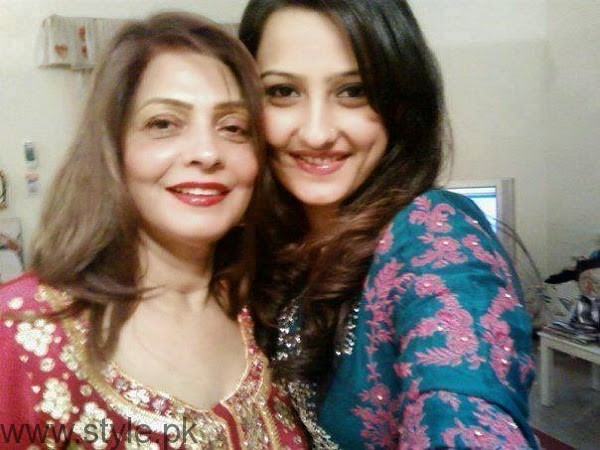 Momal Sheikh With Her Mother