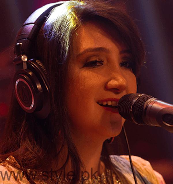 Zebunnisa Bangash Pakistani Female Singers Education