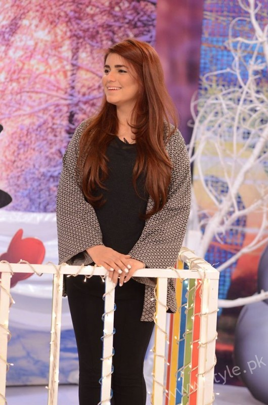 Momina Mustehsan Good Morning Pakistan Show Pictures (6)