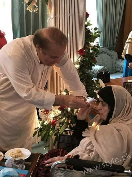 Nawaz Sharif with his mother on his birthday
