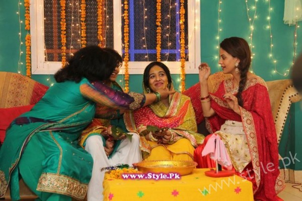 Yasra Rizvi Mehndi Pictures (10)