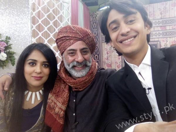 Yasra Rizvi and Abdul Hadi in Sanam Baloch Show (5)