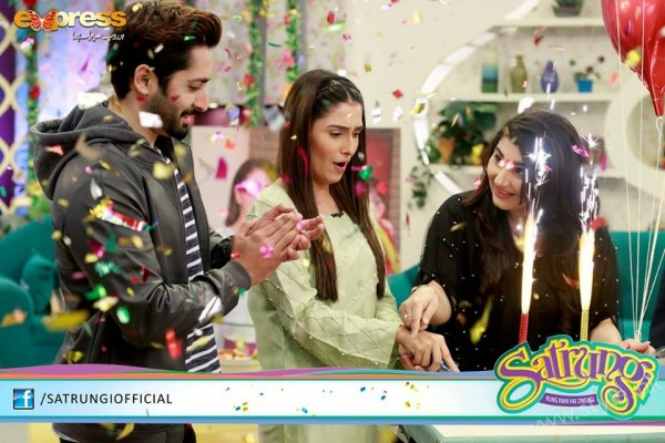 Ayeza Khan's surprise Birthday Celebration in Morning Show 'Satrungi' (22)