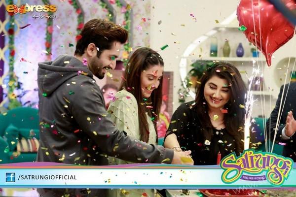 Ayeza Khan's surprise Birthday Celebration in Morning Show 'Satrungi' (23)