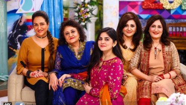 Bushra Ansari with sisters in Sanam Baloch Show