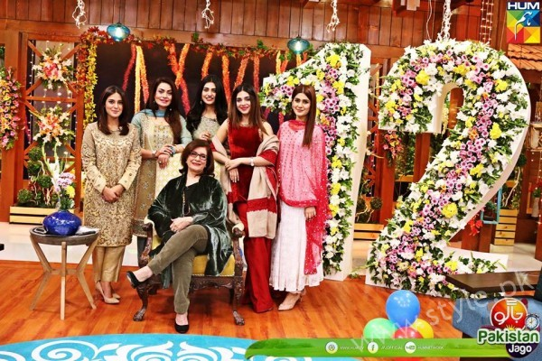 Kubra Khan, Sarah Khan, Iqra Aziz and Sonya Hussain at 12 Anniversary of HUM TV (7)