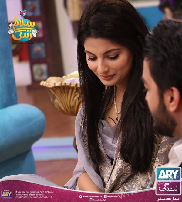 Newly Wed Couple Ahmad Zeb with his wife in Salam Zindagi (13)