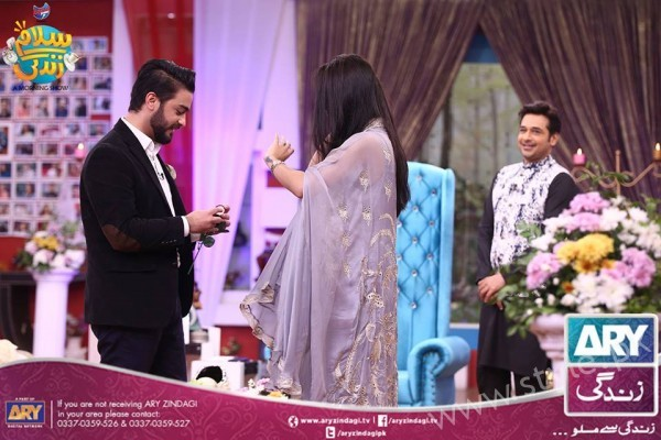 Newly Wed Couple Ahmad Zeb with his wife in Salam Zindagi (18)