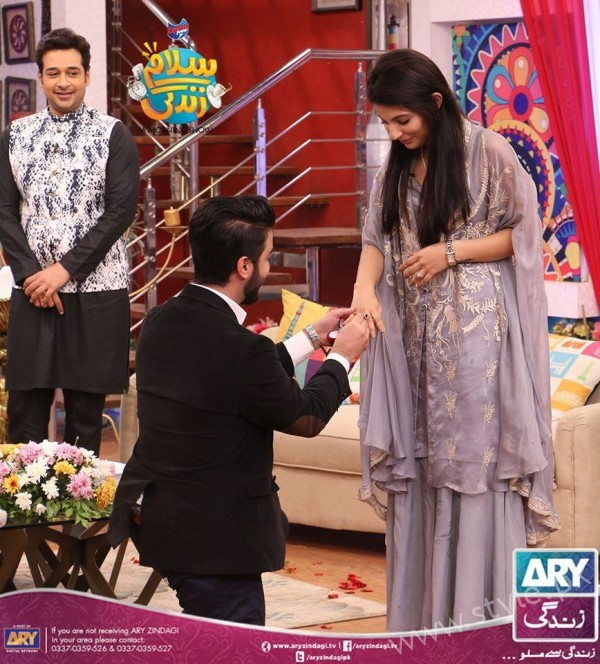 Newly Wed Couple Ahmad Zeb with his wife in Salam Zindagi (4)