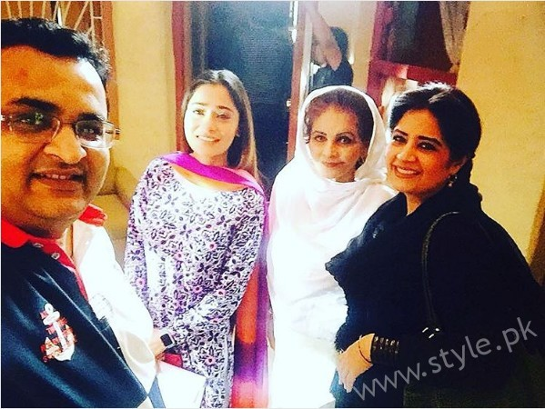Pictures of Indian Actress Sara Khan from Set of her drama Laikin (7)