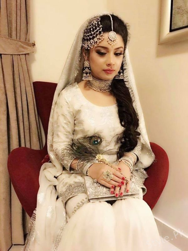 Sidra Iqbal Wearing Samreen Vance jewelry
