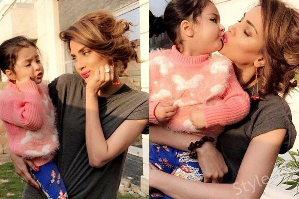 See Recent Pictures of Fiza Ali with her daughter - Fiza Ali daughter