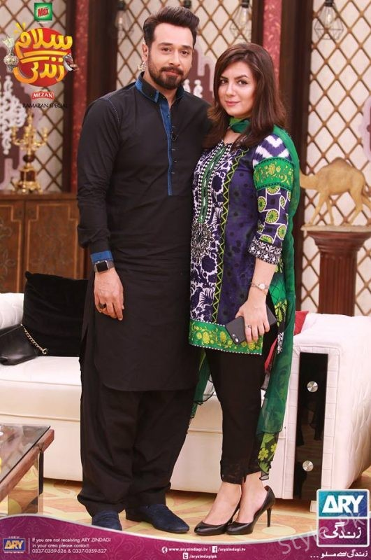 Pakistan Showbiz Lollywood Super Star Faysal Qureshi At Salam Zindagi With His Wife And Daughter
