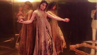 See Mehwish Hayat Looks Hot in this Golden Gown