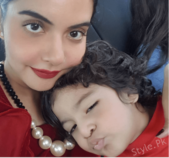 Nida Yasir With Her Kids Enjoying Vacations In LA USA