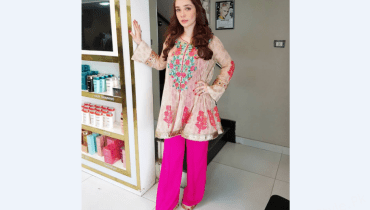 see Juggun Kazim Dressed-Up for her Book Premier Fair at Expo Center!
