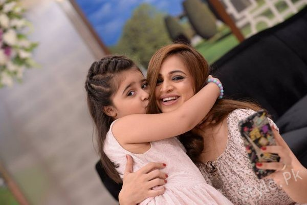 See Noor Bukhari with her Daughter and Mother