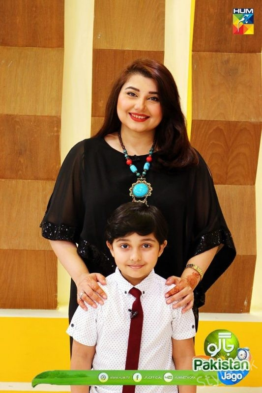 See Pictures of Javeria Saud with her Son in Jago Pakistan Jago