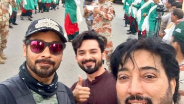 See These Three Actors Celebrating Independence Day with Pak Rangers