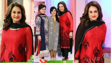 Beautiful Bushra Ansari with her Sisters in Sanam Jung's Show