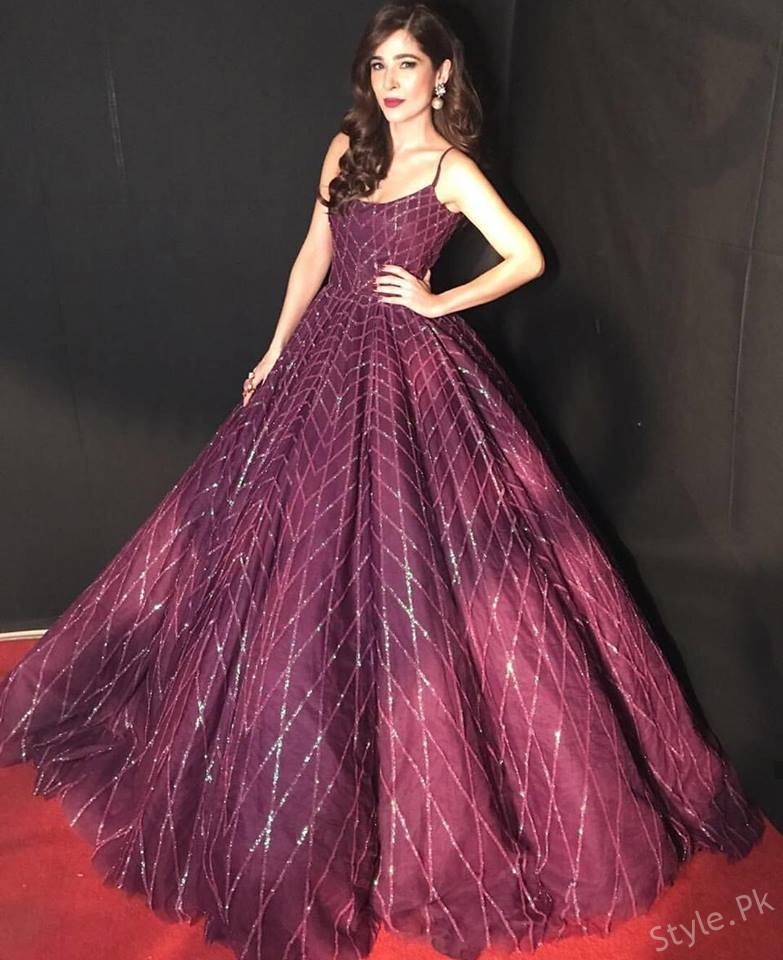 Ayesha Omar Looking Gorgeous At HUM Style Awards 2017