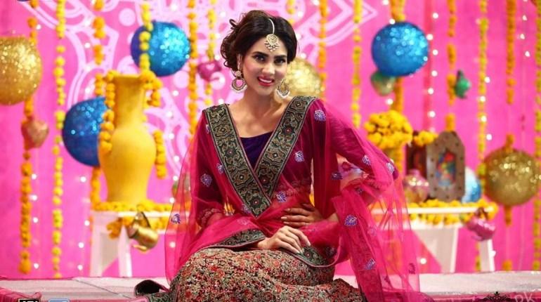 Gorgeous Fiza Ali In Sanam Baloch's Show