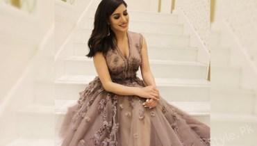 Filmstar Mehwish Hayat Records First Punjabi Solo Song