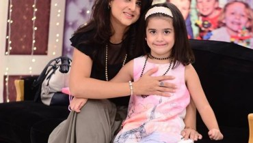 See Muzna Ibrahim with her daughter in Good Morning Pakistan
