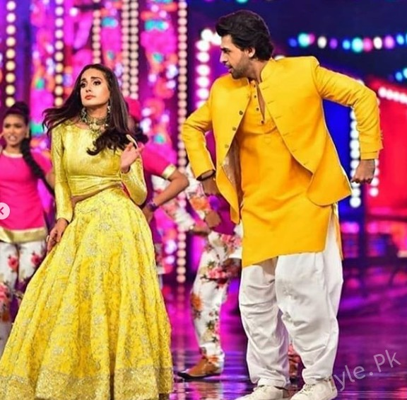 See Favorite On Screen Couple Iqra Aziz and Farhan Saeed at HUM Style Awards 2018