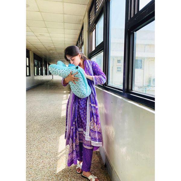 Latest Beautiful Clicks of Arisha Razi with her Niece