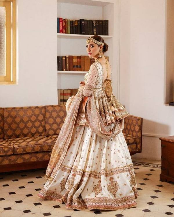 Mahira glistens in Preet Lari – Del Naz, a dreamy amalgamation of mint green bridal embellished with pearl, zari and dabka work by MNR.