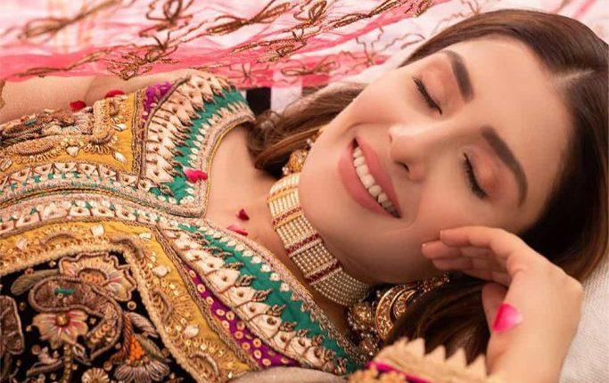 Ayeza Khan Stunning Photoshoot Of Party Wear Dress