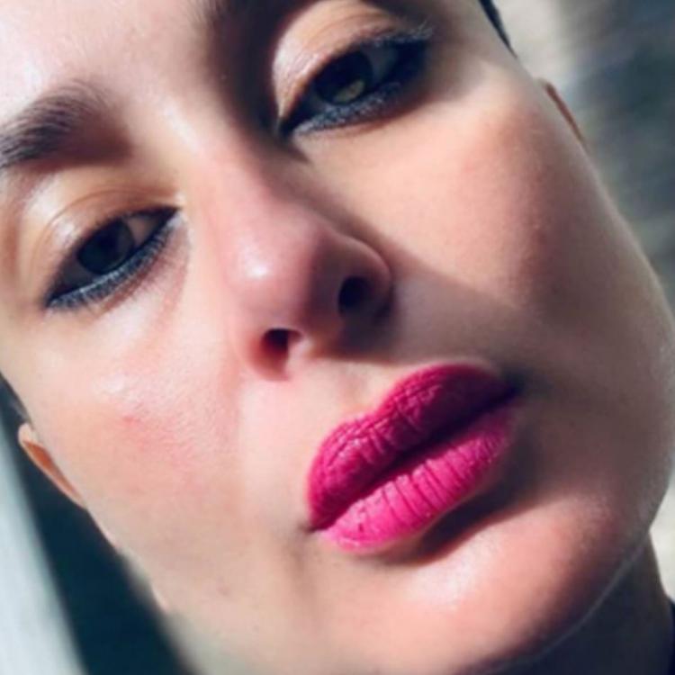 Kareena Kapoor Khan Flaunts Her Pink Lips In A Beautiful Selfie