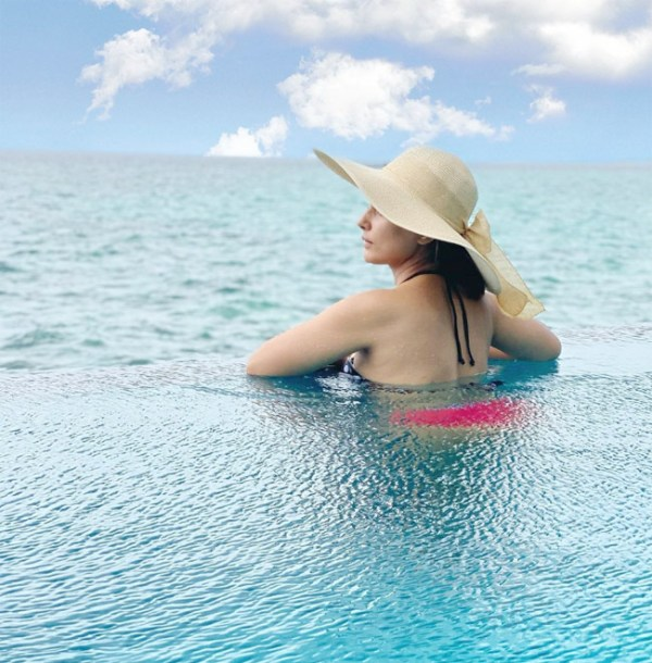 Hina Khan Sizzles In Bikini Flaunts Her Perfectly Toned Body