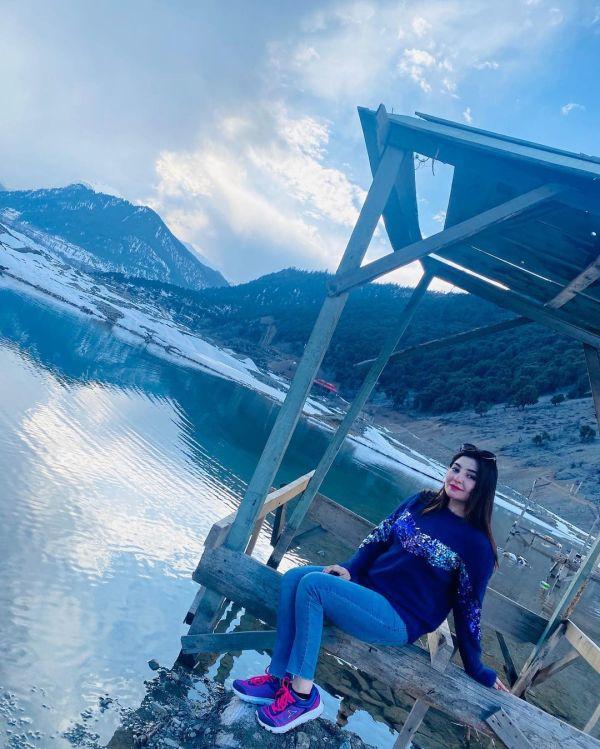 Singer Gul Panra Enjoying Snow in Murree