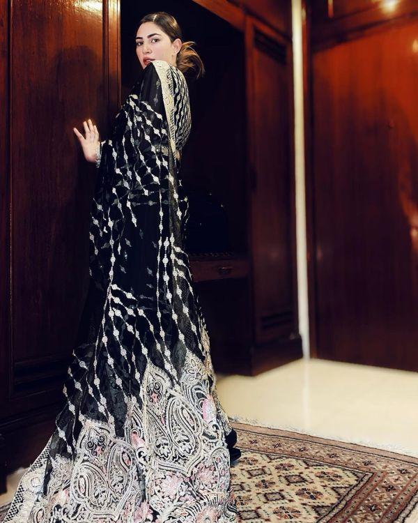 Naimal Khawar Looks Majestic In Saree Netizens Pour Love