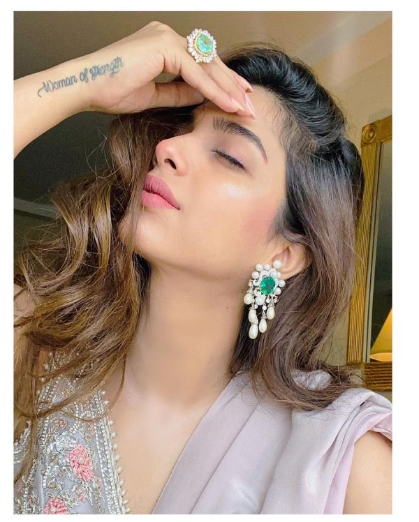 Netizens Bash Sonya Hussyn For Copying Priyanka Chopra