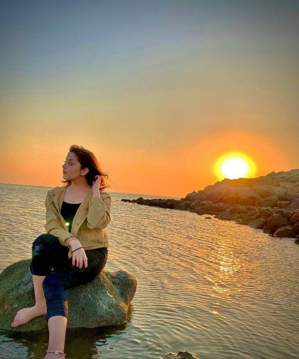 Alizeh Shah Sets Social Media buzz With Her Latest Clicks