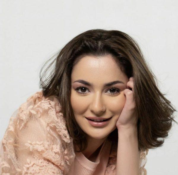 Dimple girl Hania Amir became brand ambassador of Maybelline New York