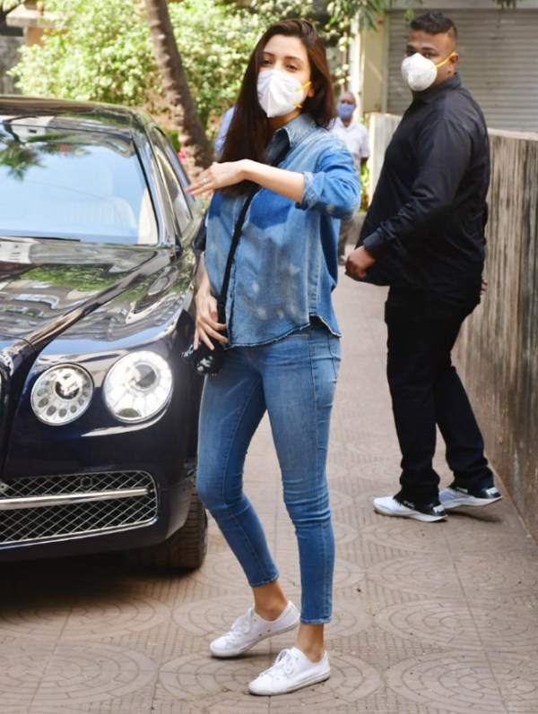 Anushka Virat Kohli clicked for the first time after having a baby