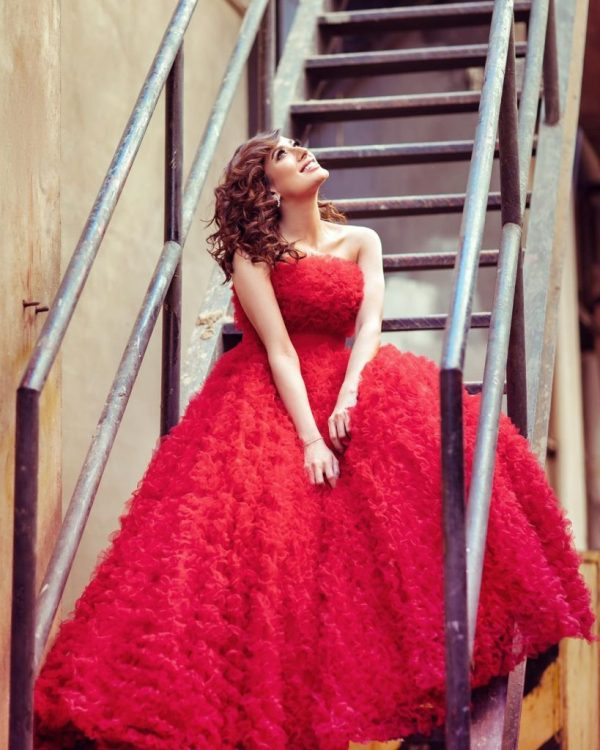 Mehwish Hayat Stuns for sore eyes as she stuns in a red dress