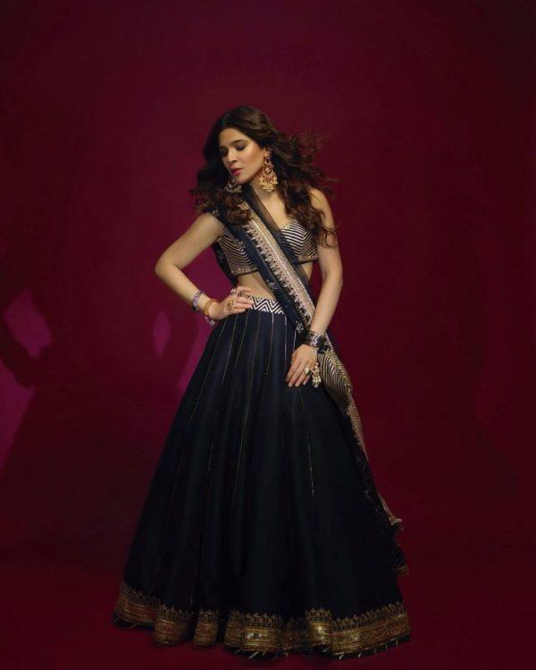 Ayesha Omar Hot In Black Lehnga Choli