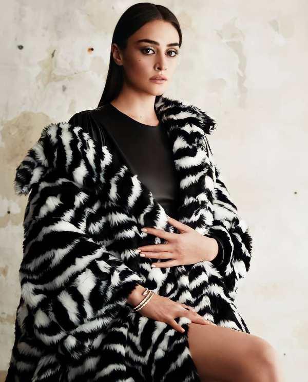 Esra Bilgic's New Hot Photos Will Leave You Awestruck