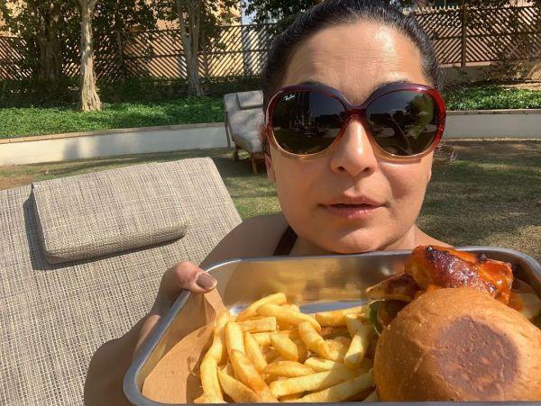 Meera Jee Eats Burger In A Funny Way