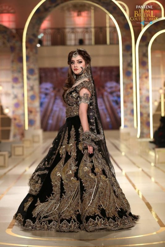 Gorgeous Alizeh Shah walked on the ramp for Kashees at BCW