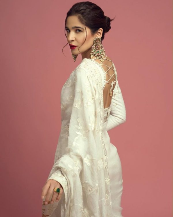 Actress Ayesha Omar Stuns In Luxurious White Saree