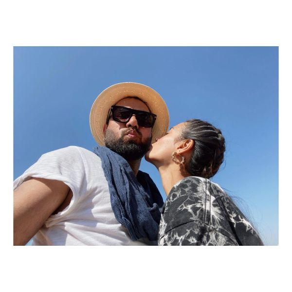 Beautiful Romantic Pictures Of Iqra Aziz and Yasir Hussain